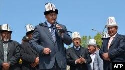 Камчыбек Ташиев оппозициянын Жалал-Абаддагы митингинде. 10-апрель, 2012.