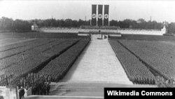 """Фашисттик Германиянын """"Эрктин салтанаты"""" аттуу үгүт фильминен үзүндү. Иллюстрация."""