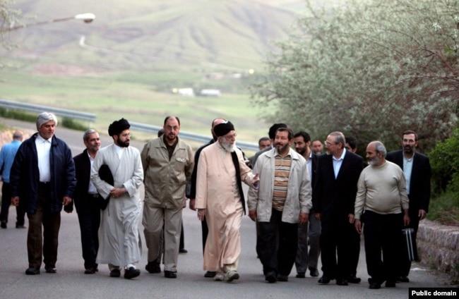 کوهپیمایی رهبر جمهوری اسلامی و نزدیکانش در آبیدر