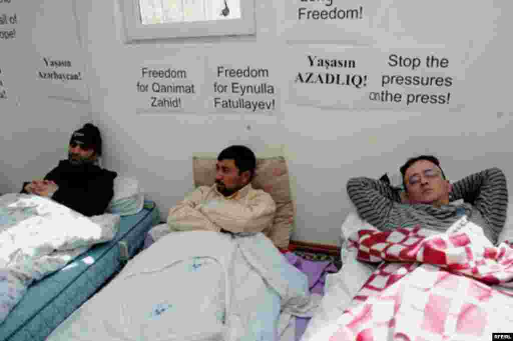 Azerbaijan – Journalists on 8th day of a hunger strike to protest what they call continued government harassment, Baku, 02Apr2008 - As activists fight for reform under authoritarian regimes, some have turned to increasingly desperate measures. In Azerbaijan, two jailed editors of opposition newspapers, Qanimat Zahid and Eynulla Fatullayev, launched a hunger strike in March to demand the release of all imprisoned journalists in the country. Other journalists have joined the strike to support their jailed colleagues.