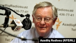 BBG Governor Victor Ashe during an interview in RFE/RL's Baku Bureau, 15Jun2011