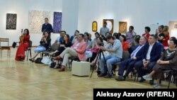 Мұражайдағы концертті тамашалап отырған көрермендер. Алматы, 9 маусым 2018 жыл.