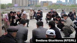 Kazakhstan – Protesters read a prayer in memory of the victims in Zhanaozen. Astana, 28Apr2012.