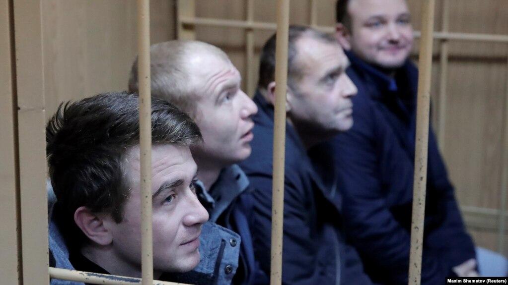 Захваченные украинские военнослужащие в суде Москвы