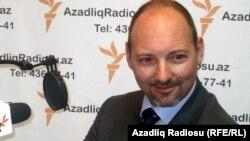 Arxiv foto: Avropa Birliyinin Azərbaycandakı səfiri Roland Kobia AzadlıqRadiosunun Bakı bürosunda. 18 fevarl 2011-ci il.