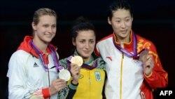 Володарка золотої медалі українка Яна Шемякіна та Бріта Гайдеман (Німеччина, срібло) і китаянка Сунь Юйцзе (бронза), 30 липня 2012 року