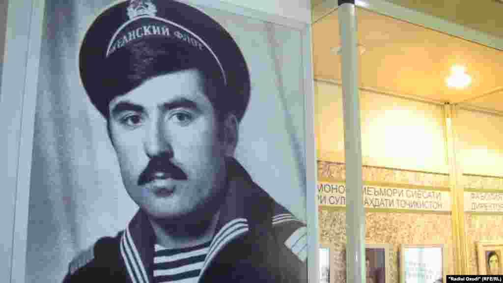 Президент Таджикистана Эмомали Рахмон в годы службы в военно-морском флоте СССР.