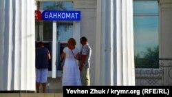 Банкомат в Севастополе (архивное фото)