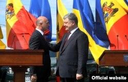 Президент України Петро Порошенко і прем'єр-міністр Молдоди Павел Філіп
