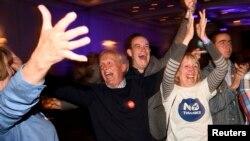 Противники отделения Шотландии отмечают итоги голосования на референдуме. 19 сентября 2014 года.