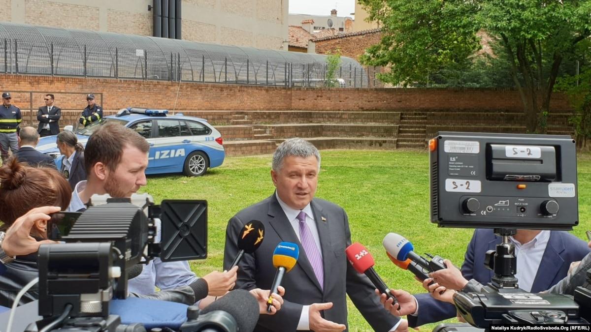 Аваков призвал посла Италии разрешить кризис вокруг Маркива на уровне руководства государств