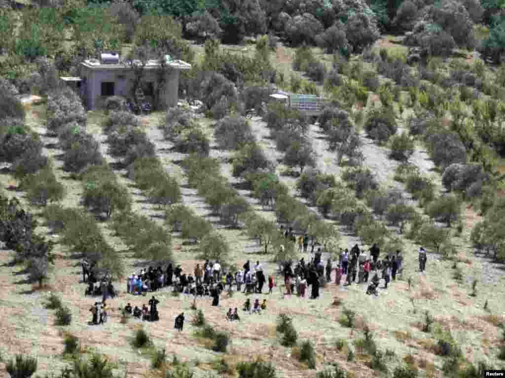 Беженцы пытаются уйти в Турцию