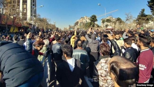 فضای اعتراضهای سیاسی در ایران پس از حوادث دیماه ۱۳۹۶ در ایران، به ظهور و بروز شبکهها و مطالبات و شعارهای تازهای منجر شده است.