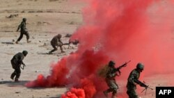 نیروهای افغان در حال اجرای تمرینات نظامی
