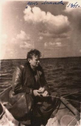 Максім Танк на Нарачы. Фота Міхася Лынькова. 1961 г. З асабістага фонду М. Танка ў БДАМЛМ