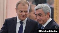 Дональд Туск (слева) и Серж Саргсяс\н, Ереван, 20 июля 2015 г.