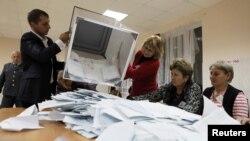 Цхинвали. Подсчет голосов показал: предстоит второй тур президентских выборов.