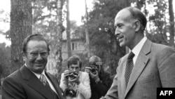 Finlanda: președintele Franței, Valery Giscard d'Estaing și liderul Iugoslaviei, generlalul Tito la cea mai mare conferință europeană de la Helsinki, la care au participat 35 de state, 28 iulie 1975.