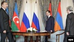 Слева направо - Ильхам Алиев, Дмитрий Медведев и Серж Саркисян, Сочи, 25 января 2010