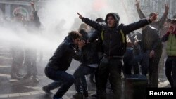 Полиция Баку использовала для разгона несанкционированной властями акции протеста водометы и слезоточивый газ. 10 марта 2013 года.