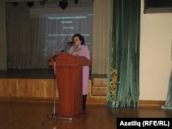 Вәлимә Ташкалова лекция укый