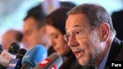 خاوير سولانا، مسئول سياست خارجی اتحاديه اروپا، در کنفرانس خبری در اقامتگاه سفیر آلمان. (عکس از فارس)