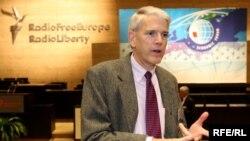 Стівен Пайфер – посол США в Україні у 1998-2000 роках, а нині – співробітник Інституту Брукінґса у Вашингтоні