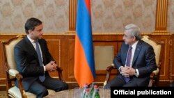 Бредли Бузетто (слева) и Серж Саргсян, Ереван, 1 февраля 2018 г.