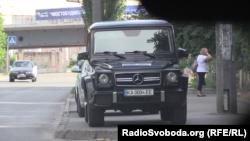 Авто охорони бізнесмена Кропачова, біля одного зі столичних бізнес-центрів 26 червня 2018 року