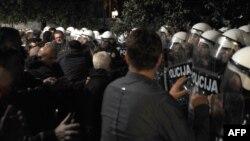 Çernogoriýada oppozisiýa hökümetiň çekilmegini talap edip, demonstrasiýa geçirdi.