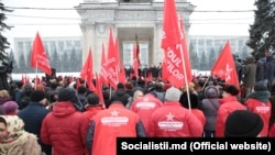 Imagini de la o demonstrație a susținătorilor PSRM, 2019.