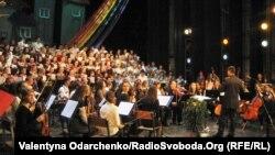 Сюїту «Чікі-Дан» французького композитора Етьєна Перрюшона вперше втілили в українському Рівному, 30 квітня 2012 року