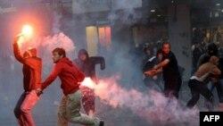 Сторонники Радована Караджича устроили несколько акций протеста на улицах Белграда, но были разогнаны полицией