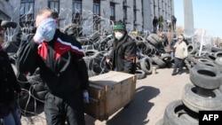 Aktivistët prorusë në Donjeck e kanë okupuar ndërtesën qeveritare rajonale