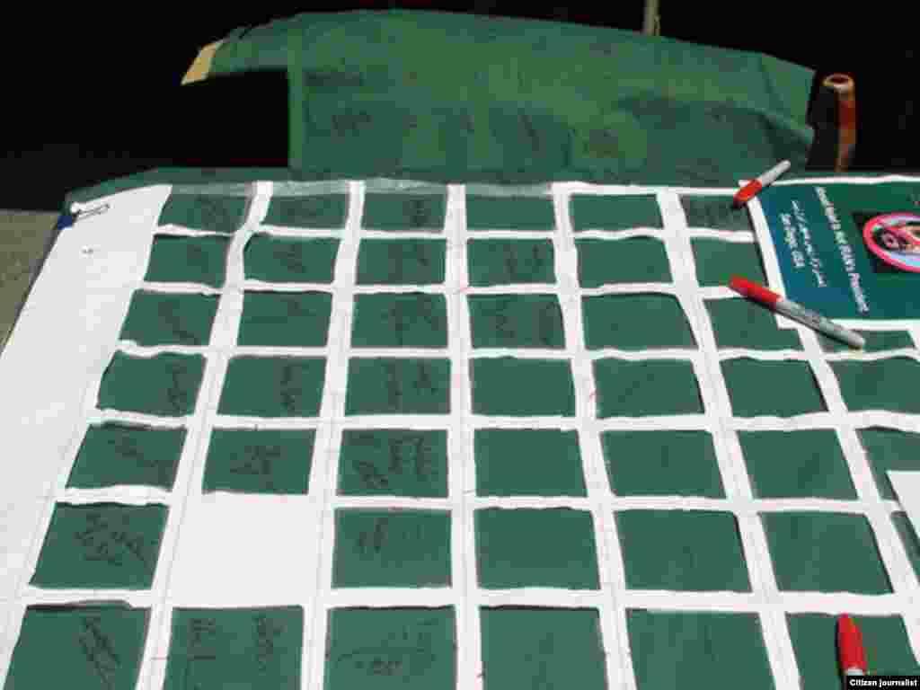 آمریکا، سن دیهگو - جمعآوری امضا در راستای حرکتی مدنی به نام «بلندترین تومار جهان؛ احمدینژاد رئیس جمهور ایران نیست»