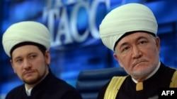 Дамир Мухетдинов (слева) и Равиль Гайнутдин