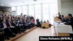 Iurie Leancă, Igor Corman şi Vasile Bumacov în discuţii cu autorităţile de la Comrat