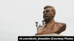 15 сентябрь Сургутта Сталинга һәйкәл ачылды, октябрь башында аны алып куйдылар