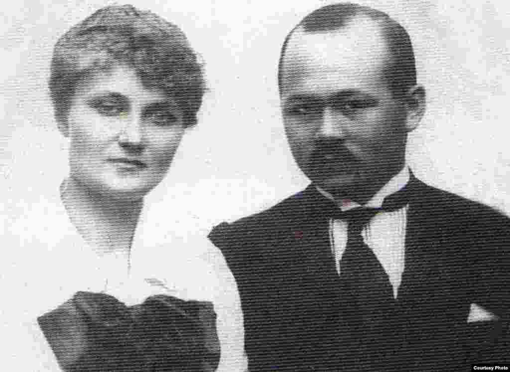 Мұстафа Шоқай жары Мария Яковлевна Шоқаймен бірге. Тифлис, 5 мамыр 1919 жыл.