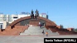 Площадь Исатая и Махамбета в Атырау.
