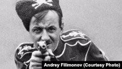 В роли колчаковского офицера – бывший колчаковский офицер Георгий Пожарницкий