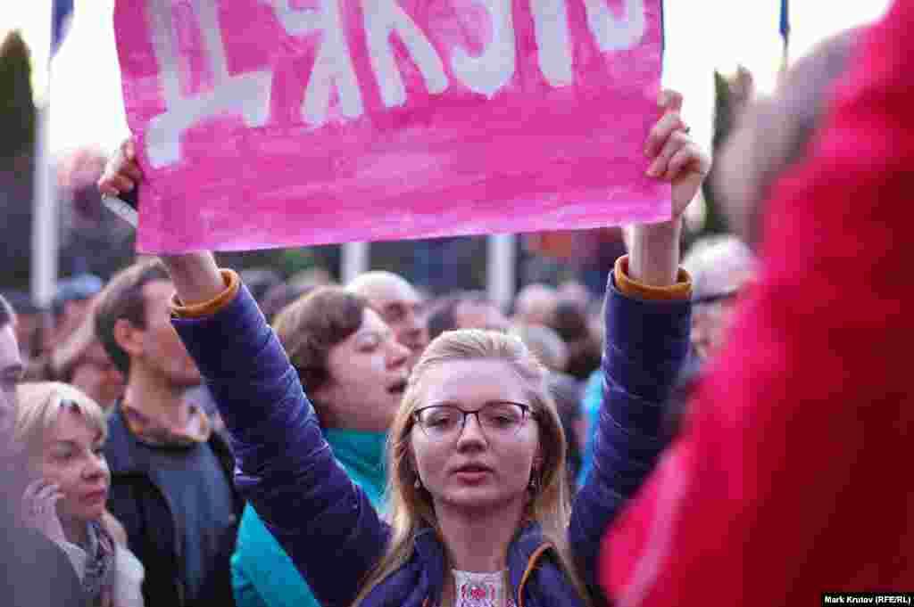 Официально полномочия Петра Порошенко истекут через месяц после выборов, когда состоится инаугурация Владимира Зеленского.