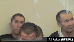 Сириядағы «Ислам мемлекеті» экстремистік тобына қосылмақ болған деп айыпталған 12 адам сотта отыр. Ақтөбе, 12 шілде 2016 жыл.