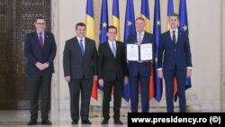 Klaus Iohannis, alături de liderii partidelor care au demis Guvernul Dăncilă.