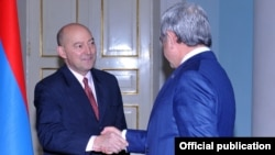 Armenia - President Serzh Sarkisian (R) meets with James Stavridis, a U.S. admiral and dean of the Fletcher School of Law and Diplomacy, Yerevan, 19Nov2015.