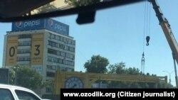 24 июля в Ташкенте снесли башню с часами, которая оказалась копией мемориала жертвам 11 сентября 2001 года в Нью-Йорке.