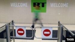 Вход в бюро RT в Москве