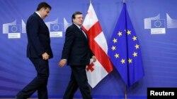 Міхеїл Саакашвілі (л) і Жозе Мануел Баррозу (п) перед зустріччю у приміщенні Єврокомісії, Брюссель, 29 жовтня 2013 року