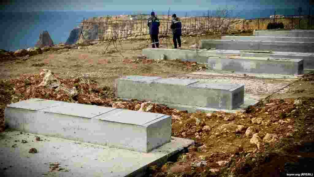 Залили кілька бетонних фундаментів для капітальних будівель