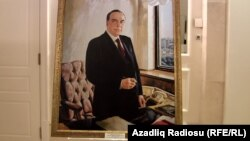 Rəssam Tahir Salahovun çəkdiyi portret